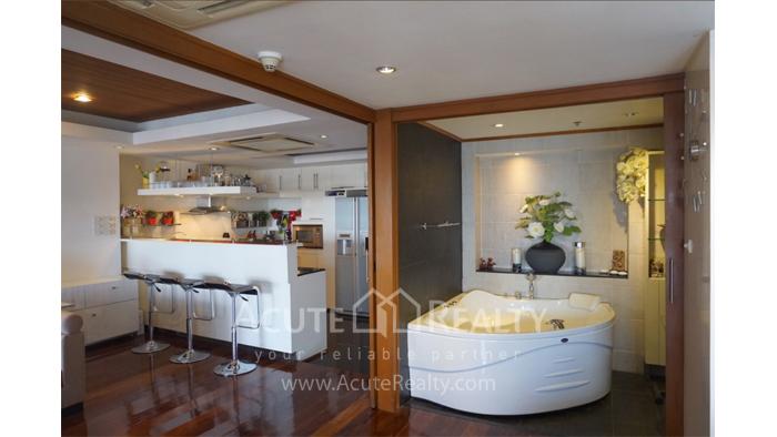 Condominium  for sale State Tower Silom image3