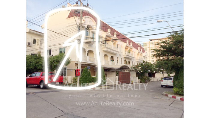 Townhouse  for sale - image0