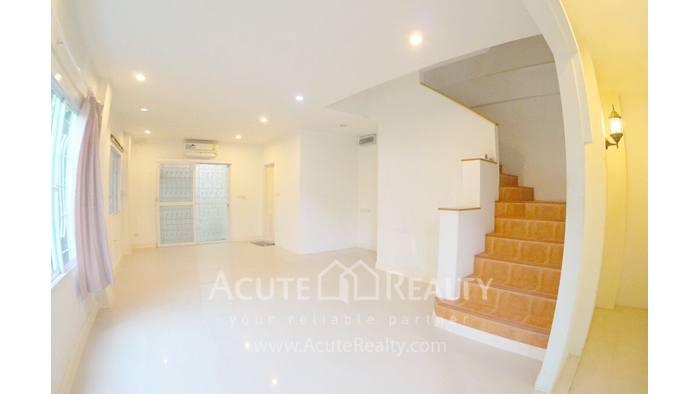 Townhouse  for sale - image1