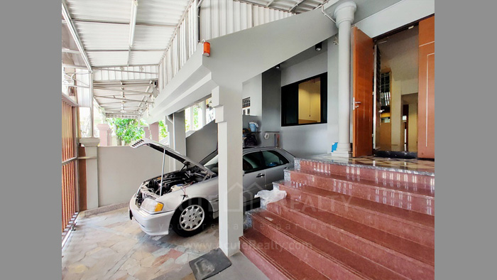 Townhouse  for sale Charoen Nakorn 40 image1