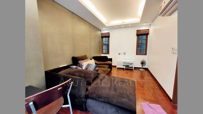 Townhouse  for sale Charoen Nakorn 40 image8