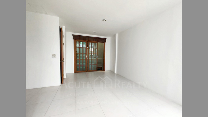 Townhouse  for sale Charoen Nakorn 40 image9