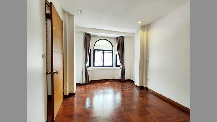 Townhouse  for sale Charoen Nakorn 40 image12