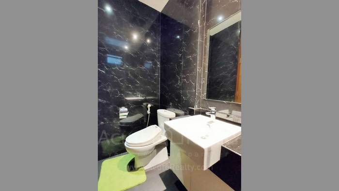 Townhouse  for sale Charoen Nakorn 40 image13