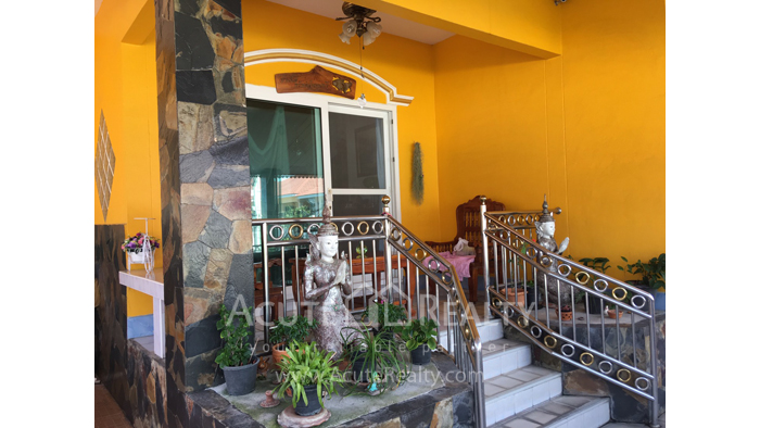 House  for sale Chokchai Village 5, Soi Boonsumphan, Bang Lamung, Pattaya. image2