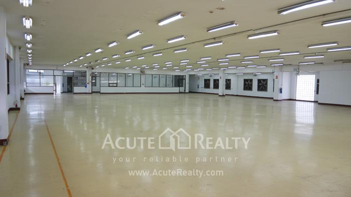 Warehouse  for rent Charoen Rat Rd. image1