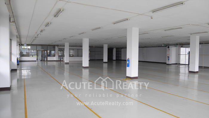 Warehouse  for rent Charoen Rat Rd. image1