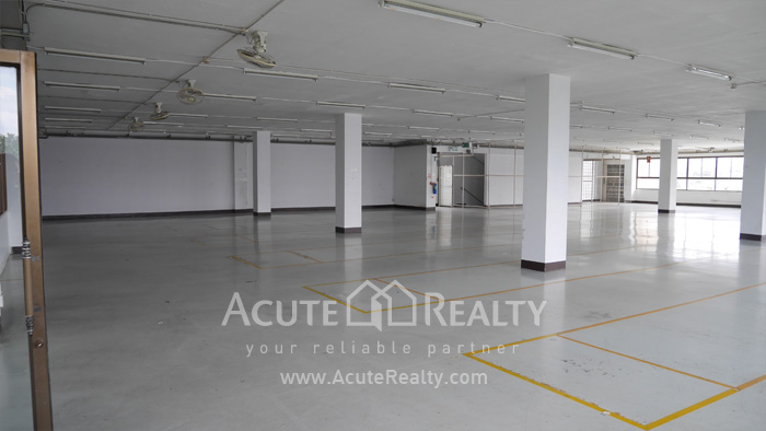 Warehouse  for rent Charoen Rat Rd. image2