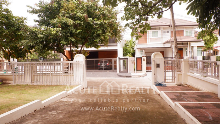 House  for sale Srinakharin image1