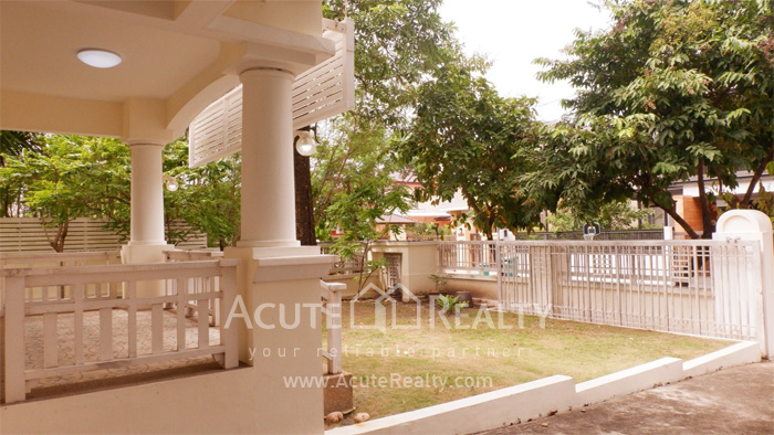 House  for sale Srinakharin image2