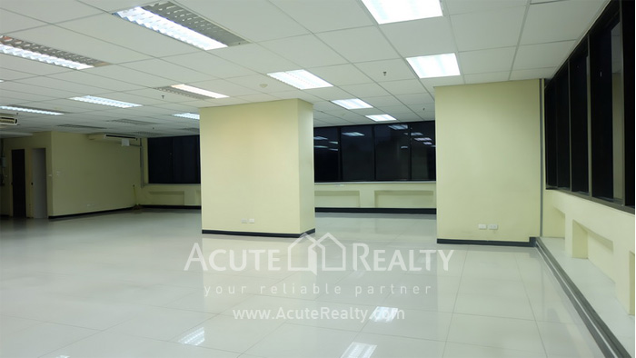 Office Space  for rent Surawong image8