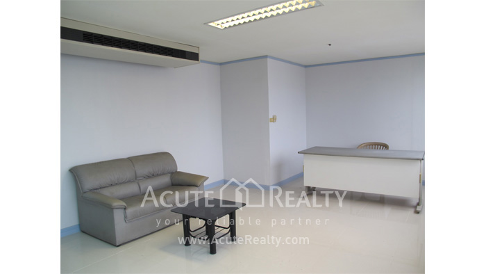 Office Space  for rent Surawong image4