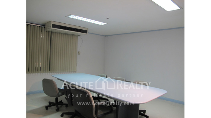 Office Space  for rent Surawong image9
