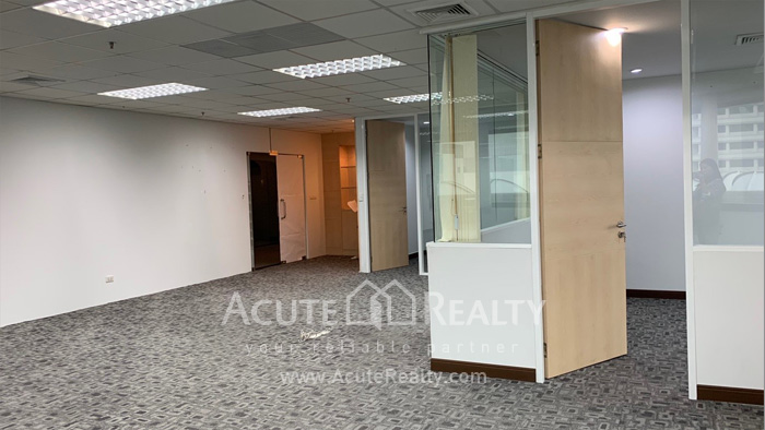 Office Space  for rent Ploen Chit image3