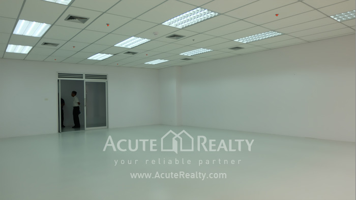 Office Space  for rent Surawong image5