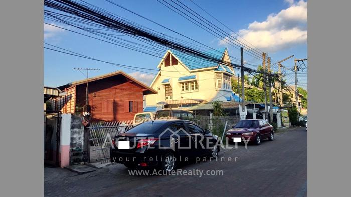 บ้าน, ที่ดิน  ขาย & ให้เช่า คูเมืองด้านใน ถ.สิงหราช รูป1