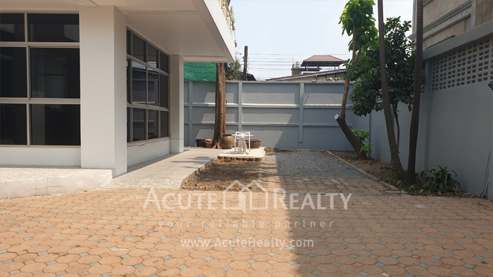 House, Home Office  for sale & for rent Sutthisarnvinitchai Rd.(Intamara 3)  image16