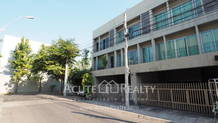 Townhouse  for sale Pattanakarn Road image0