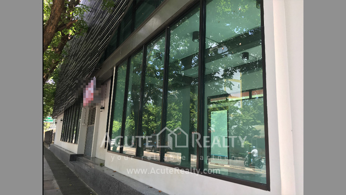 Office Building, Showroom  for rent Surawong image0