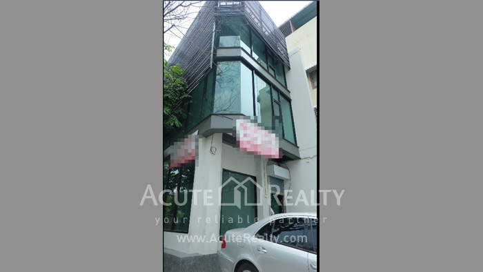 Office Building, Showroom  for rent Surawong image1