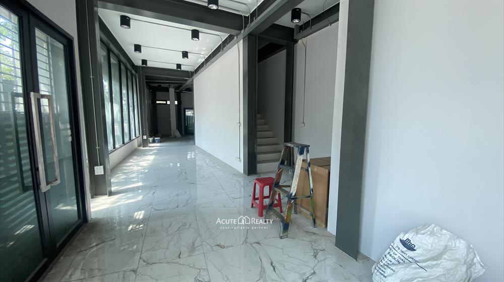 Office Building, Showroom  for rent Surawong image2