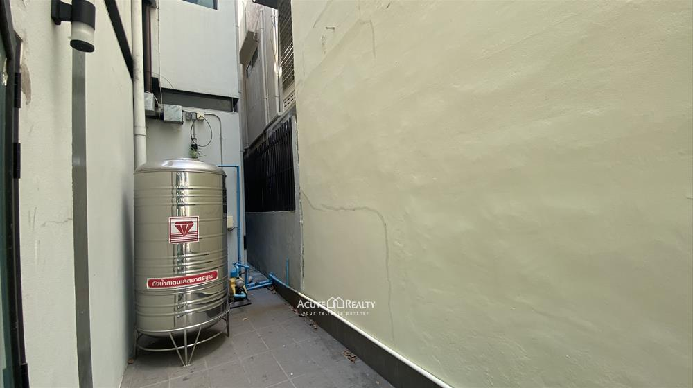 Office Building, Showroom  for rent Surawong image4