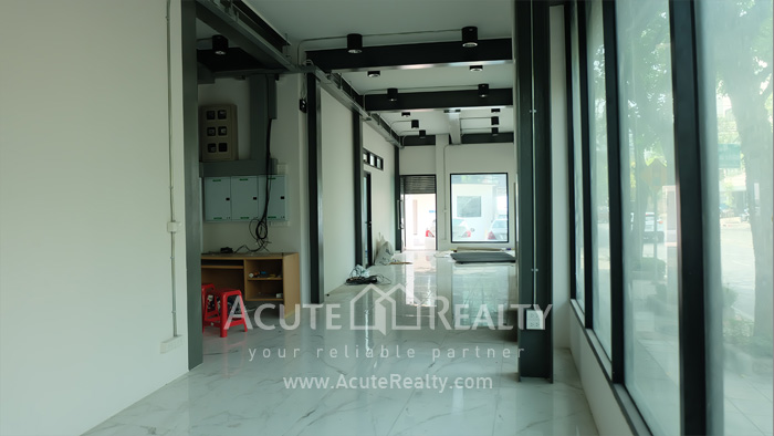 Office Building, Showroom  for rent Surawong image6