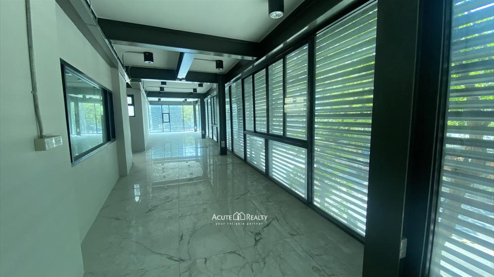 Office Building, Showroom  for rent Surawong image8
