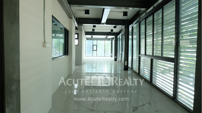 Office Building, Showroom  for rent Surawong image9