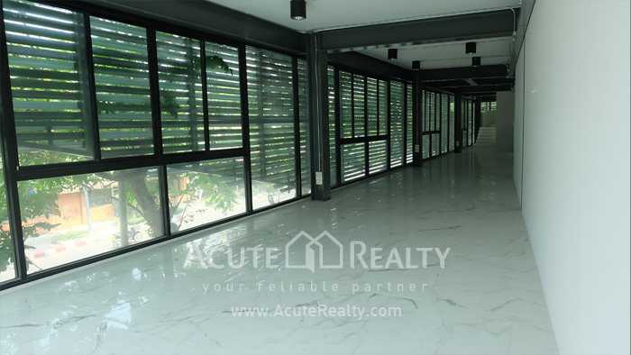 Office Building, Showroom  for rent Surawong image10