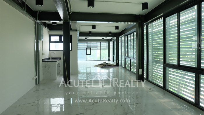 Office Building, Showroom  for rent Surawong image11