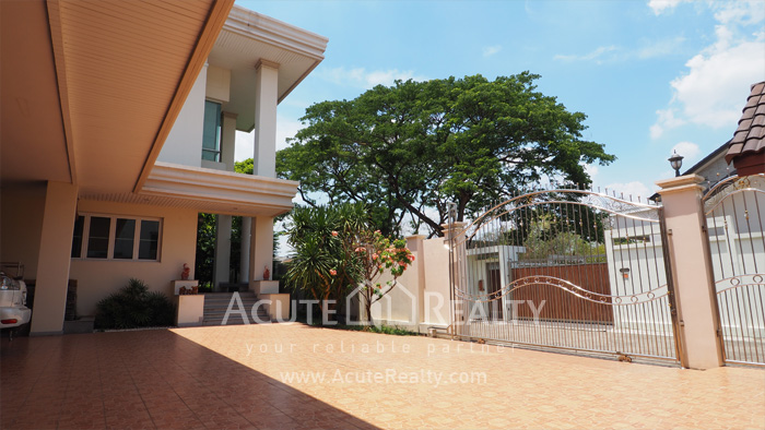 House  for sale Ekkamai-Ramindra, Pradit Manutham image1
