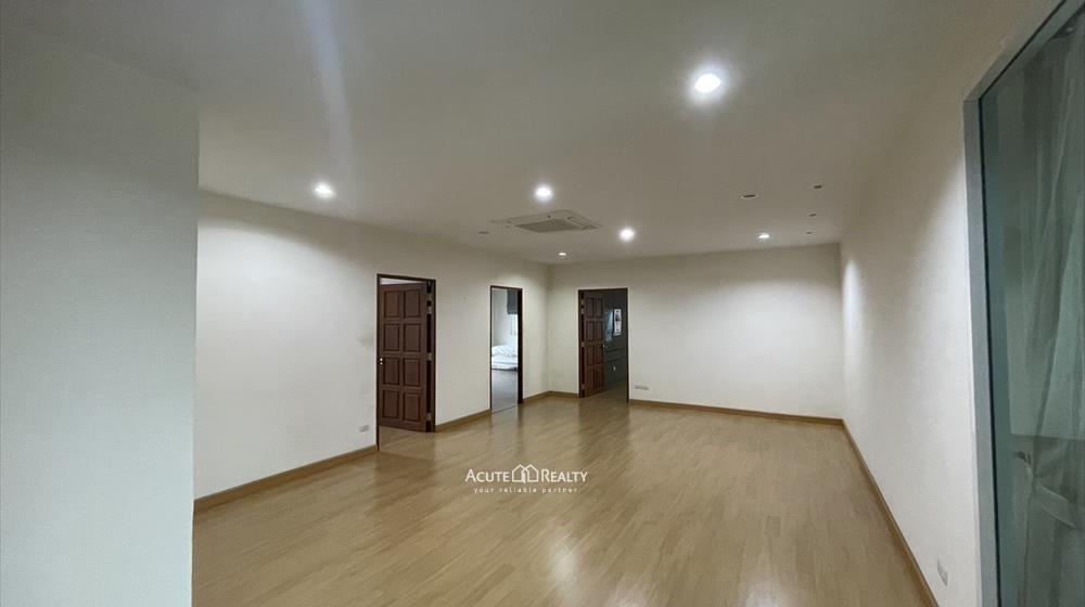 House, Home Office  for sale Sukhumvit 101 image6