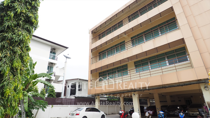 Office Space, Office Building, Showroom  for sale Sukhumvit 101 image1