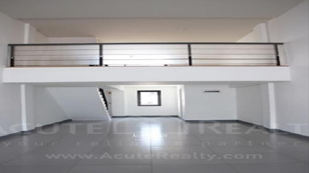 Shophouse  for sale & for rent Huay Kaew Road image1