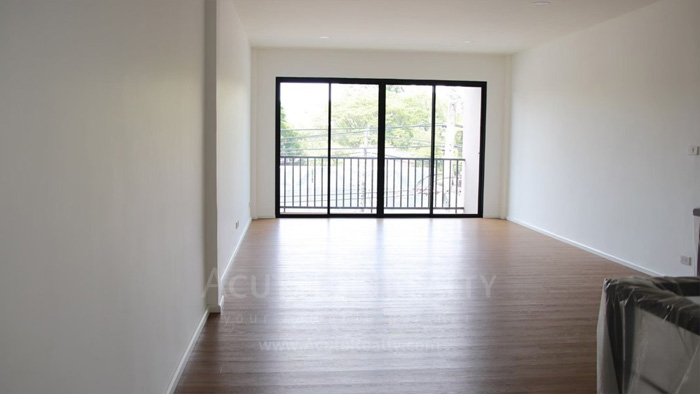 Shophouse  for sale & for rent Huay Kaew Road image2
