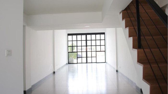 Shophouse  for sale & for rent Huay Kaew Road image3