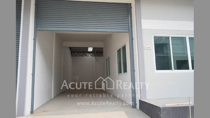 Shophouse, Home Office, Warehouse  for sale Iyara Rd. Khlong Luang image1