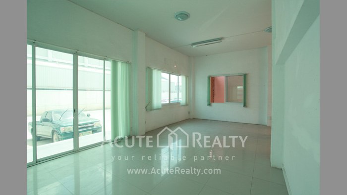 Shophouse, Home Office, Warehouse  for sale Iyara Rd. Khlong Luang image5
