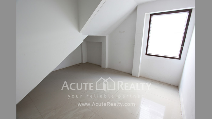 Shophouse, Home Office, Warehouse  for sale Iyara Rd. Khlong Luang image6