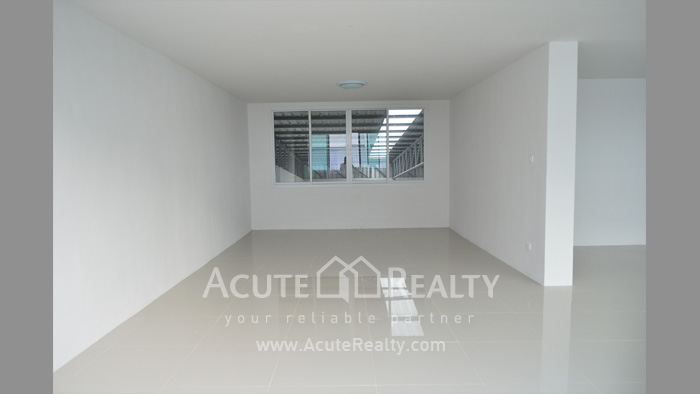 Shophouse, Home Office, Warehouse  for sale Iyara Rd. Khlong Luang image7