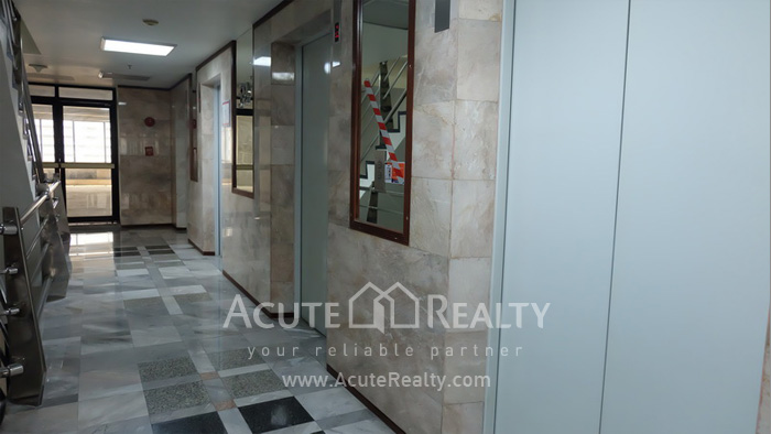 Office Space  for sale & for rent Surawong image9
