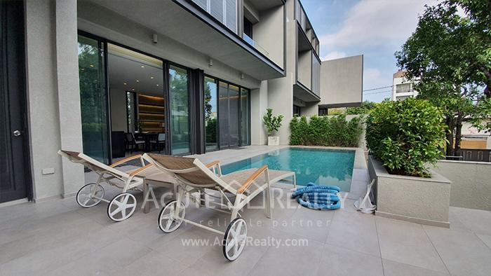 House  for rent Ekamai image3