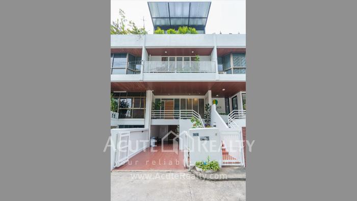 Townhouse, Home Office  for rent Sukhumvit 39 image0