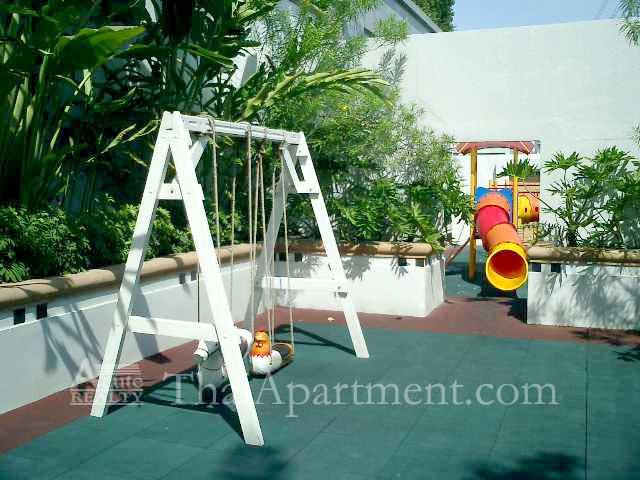 Royal Residence Park image 16