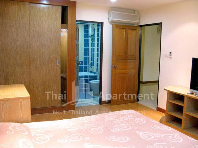 Serena Sathorn Apartment image 3