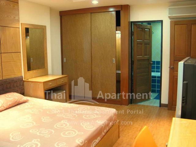 Serena Sathorn Apartment image 5