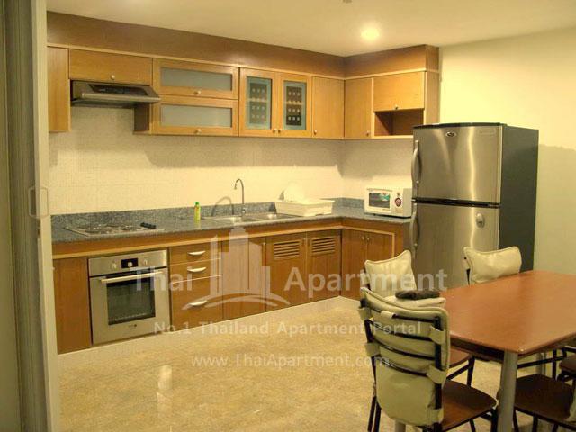 Serena Sathorn Apartment image 9