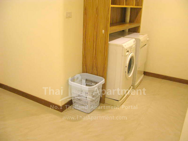 Serena Sathorn Apartment image 10