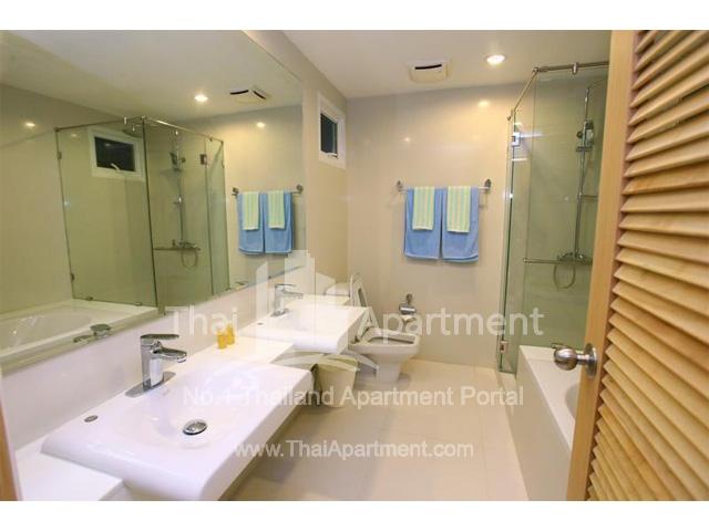 Tropical Langsuan Service Apartment image 5